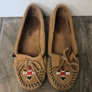 Minnetonka brown moccasins size 6.5